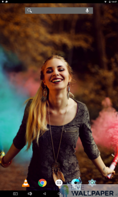 Smiling Girl Live Wallpaper - a cool phone wallpaper for Android - Screenshot #1